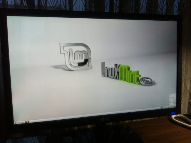 Linux Mintのデスクトップ画面